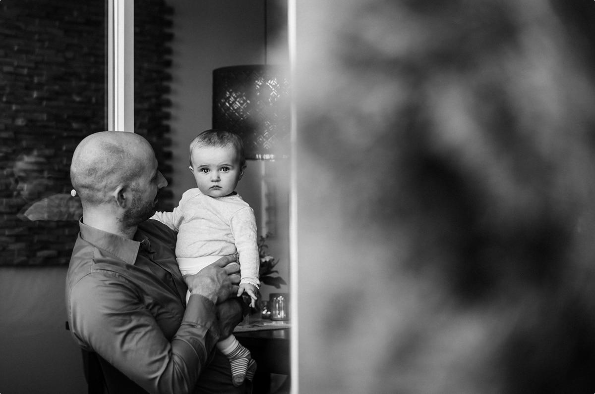 Papa und Baby in schwarz/weiss