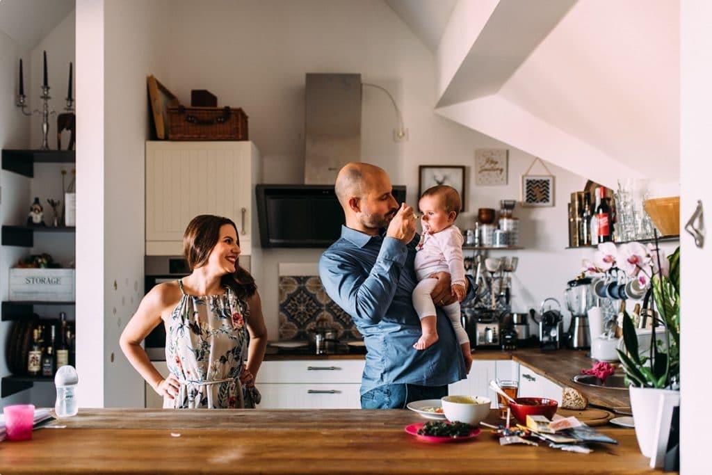 junge Familie zu Hause