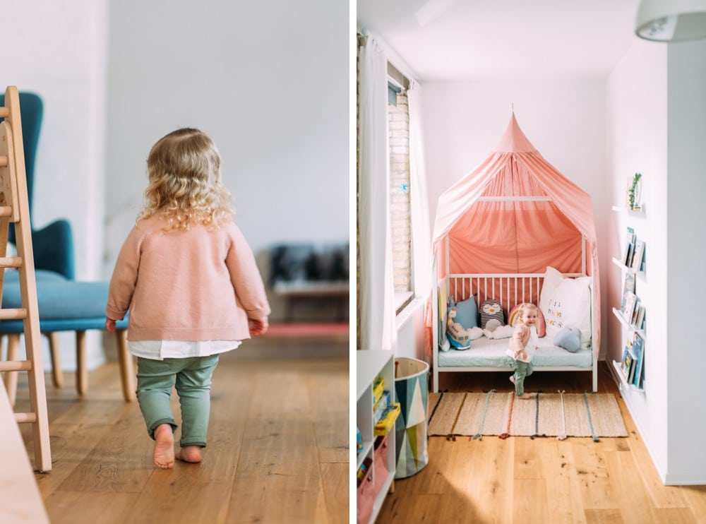 Glückliche Eltern spielen mit ihrem Kind (15)