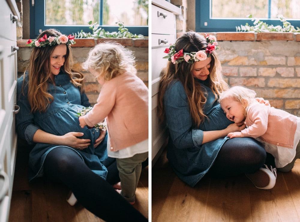 Glückliche Eltern spielen mit ihrem Kind (2)