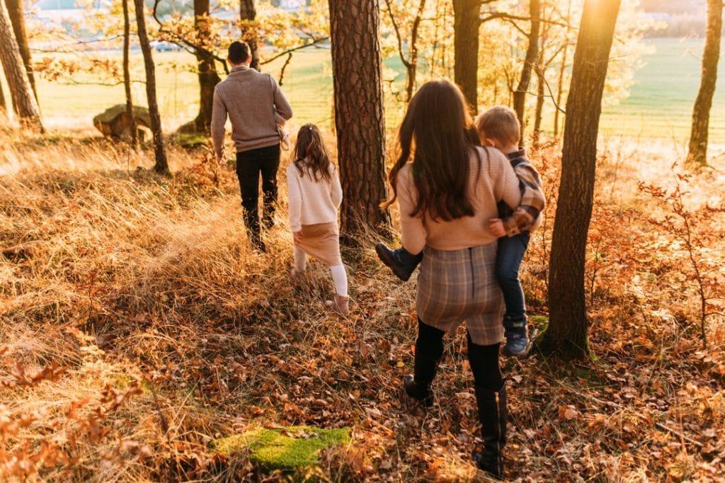 Familienshooting am Herbst bei tierstehender Sonne