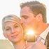 Brautpaar liebevoll im warmen Sonnenlicht